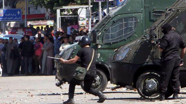 Egitto bomba in delta nilo un poliziotto morto 15 i for Criceto morto