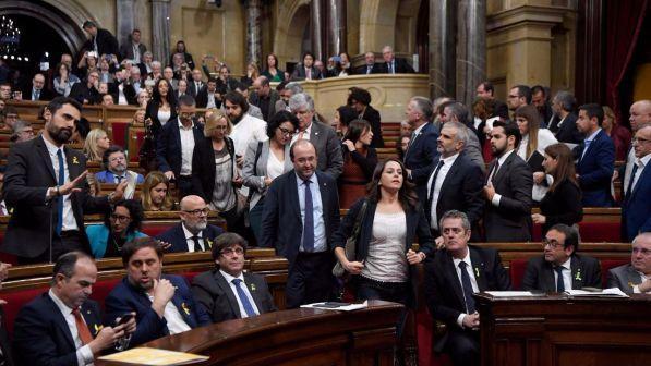 Catalogna il parlamento approva l 39 indipendenza rajoy for Diretta parlamento oggi