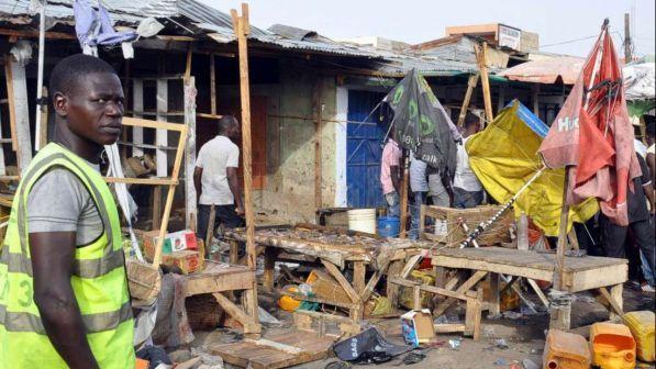 Nigeria, tre donne kamikaze fanno strage in un mercato: 18 morti