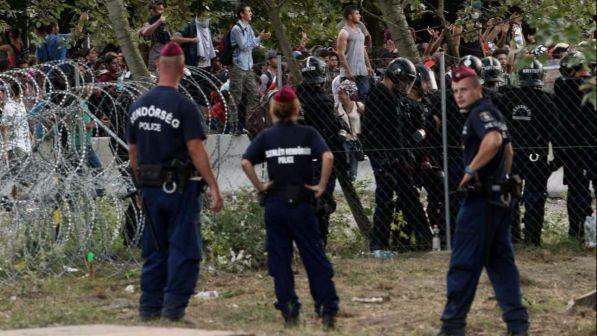 Ungheria dal parlamento ok alla detenzione per tutti i for Diretta dal parlamento
