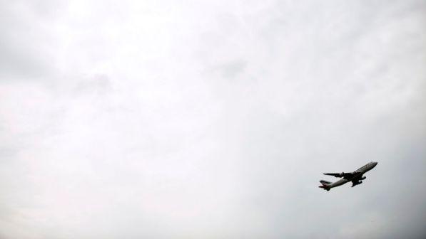 Jet Privato Aeroporto : Bologna jet privato finisce fuori pista chiuso l