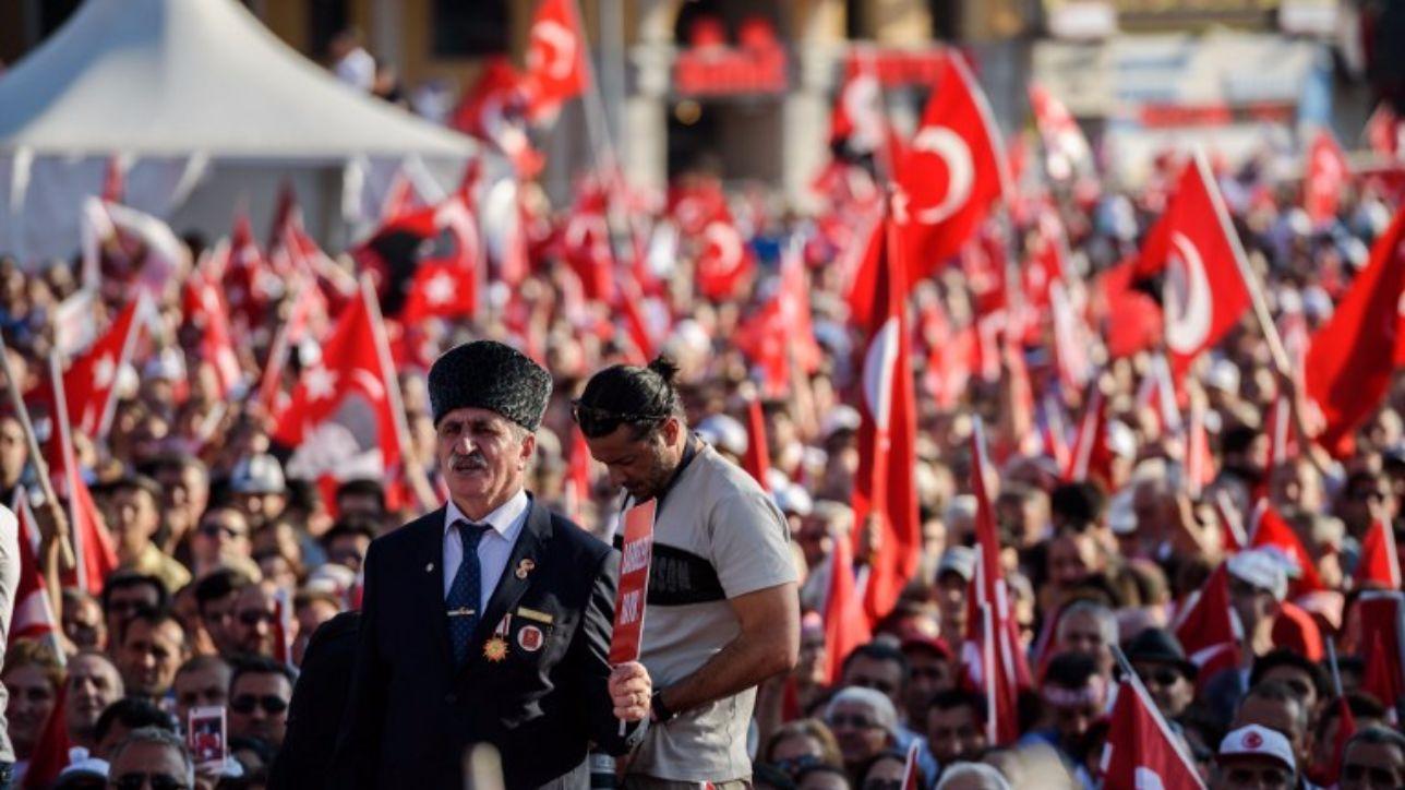 """Turchia, il premier Erdogan: """"Sospenderemo anche gli insegnanti che sostengono il Pkk"""""""