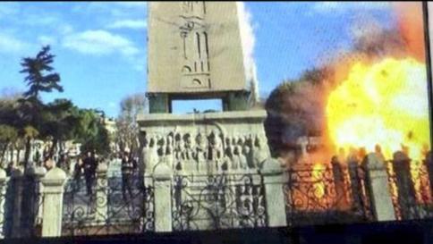 12 GENNAIO - Kamikaze Isis tra turisti alla Moschea blu, 10 morti