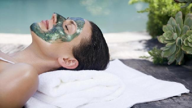 Crema per il viso non costosa con protezione contro il sole e i posti di pigmentary