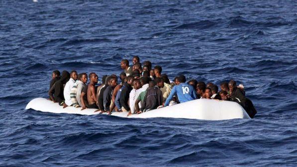 Migranti, continuano gli sbarchi: in 546 a Pozzallo, 16 ricoverati