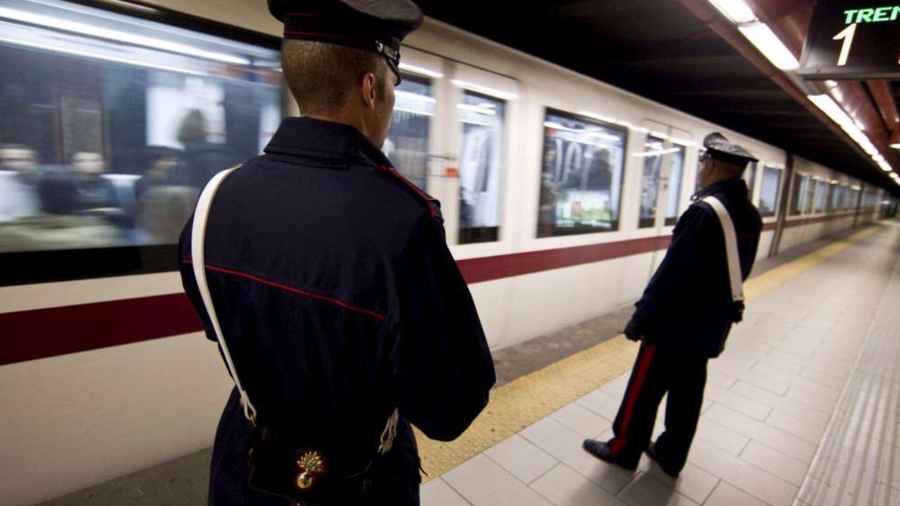 Massacrato in metro a Roma, le immagini shock del video: aveva chiesto ad alcuni ragazzi di non fumare