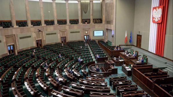 Polonia natale in parlamento per protesta contro il for Parlamento in diretta