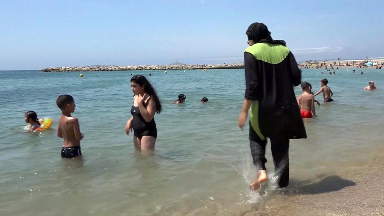 """Burkini, l'Onu contro la Francia: """"Quel divieto discrimina i musulmani, non rafforza la sicurezza"""""""