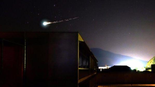 Meteorite sui cieli del nord italia l 39 evento diventa for Meteorite milano