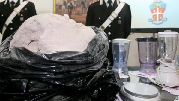 Eroina tagliata con paracetamolo: carabinieri scoprono tre raffinerie