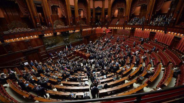 Consulta fumata nera in parlamento per eleggere un for Parlamento in diretta