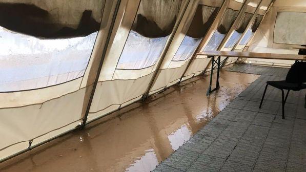 Palagiustizia Bari, tendopoli allagata per temporale