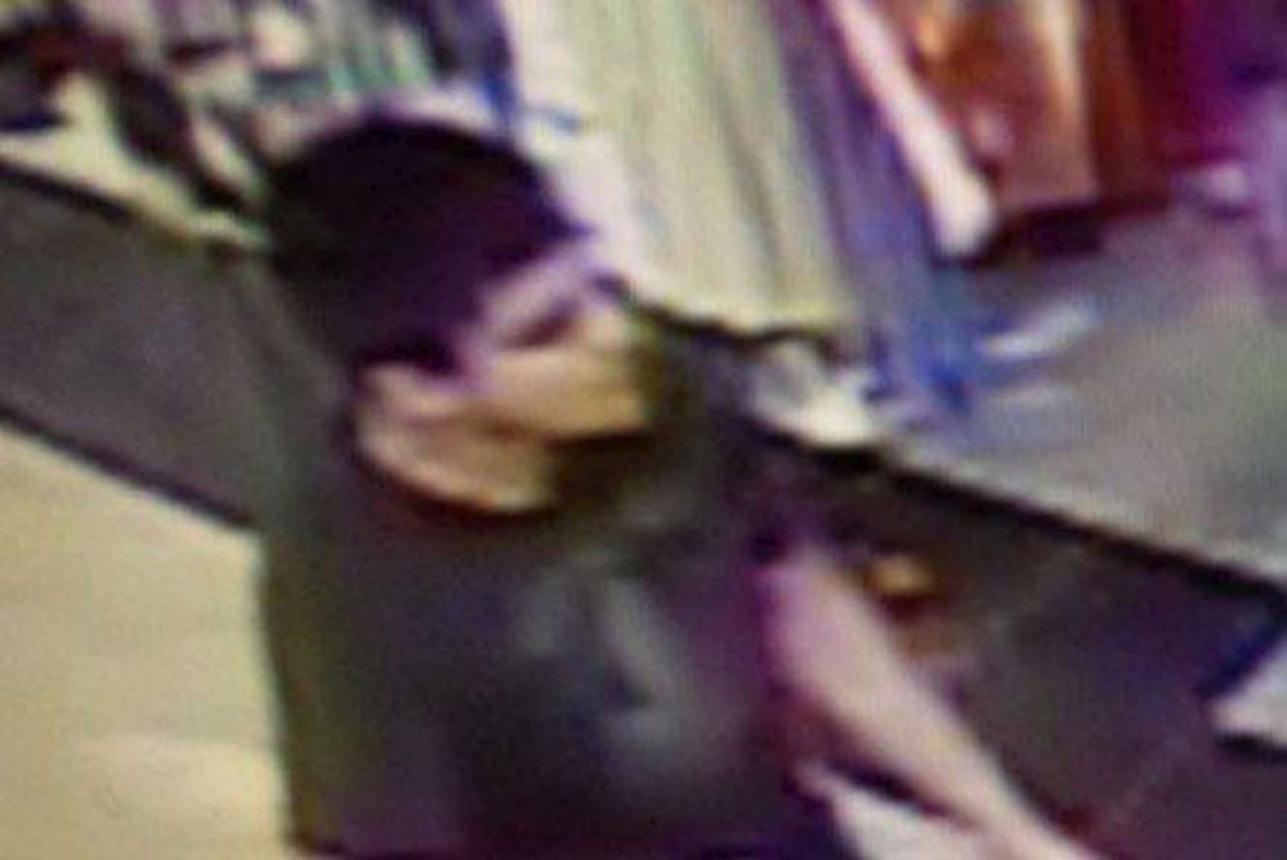 Usa, sparatoria in un centro commerciale a Seattle: giovane uccide 4 donne poi fugge, è caccia all'uomo