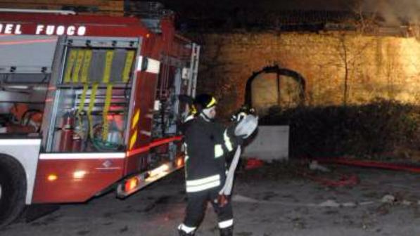 Ufficio In Fiamme : Fiamme in un ufficio evacuato palazzo in centro a roma tgcom24