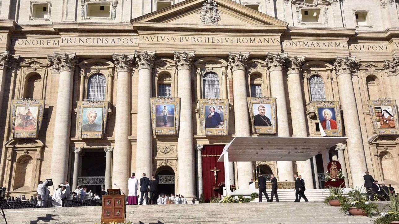 Il Papa proclama nuovi santi, c'è anche il primo argentino