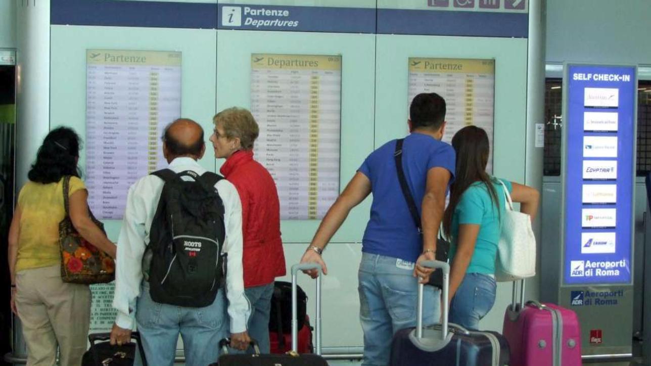 Trasporto aereo 4 ore di sciopero rischio disagi per chi for Planimetrie della casetta con seminterrato di sciopero
