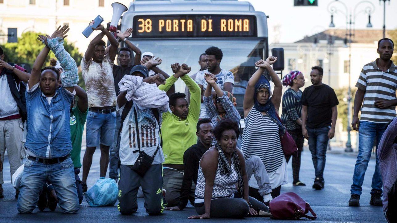 Roma 10 euro al giorno per un posto letto racket sulla pelle dei rifugiati tgcom24 - Posto letto roma 200 euro ...