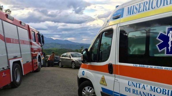 Deraglia un treno regionale nel Cuneese, soccorritori sul posto