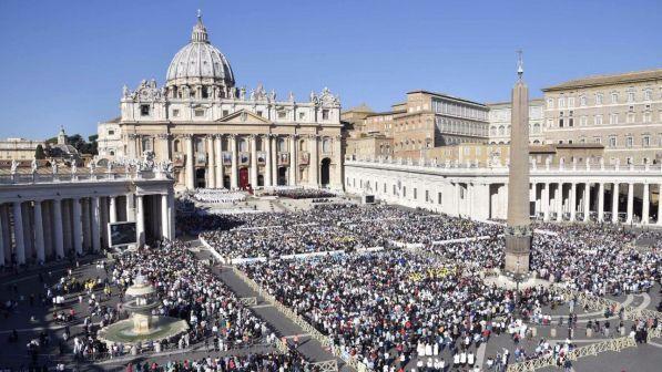 Vaticano, allo studio la scomunica per corruzione e mafia