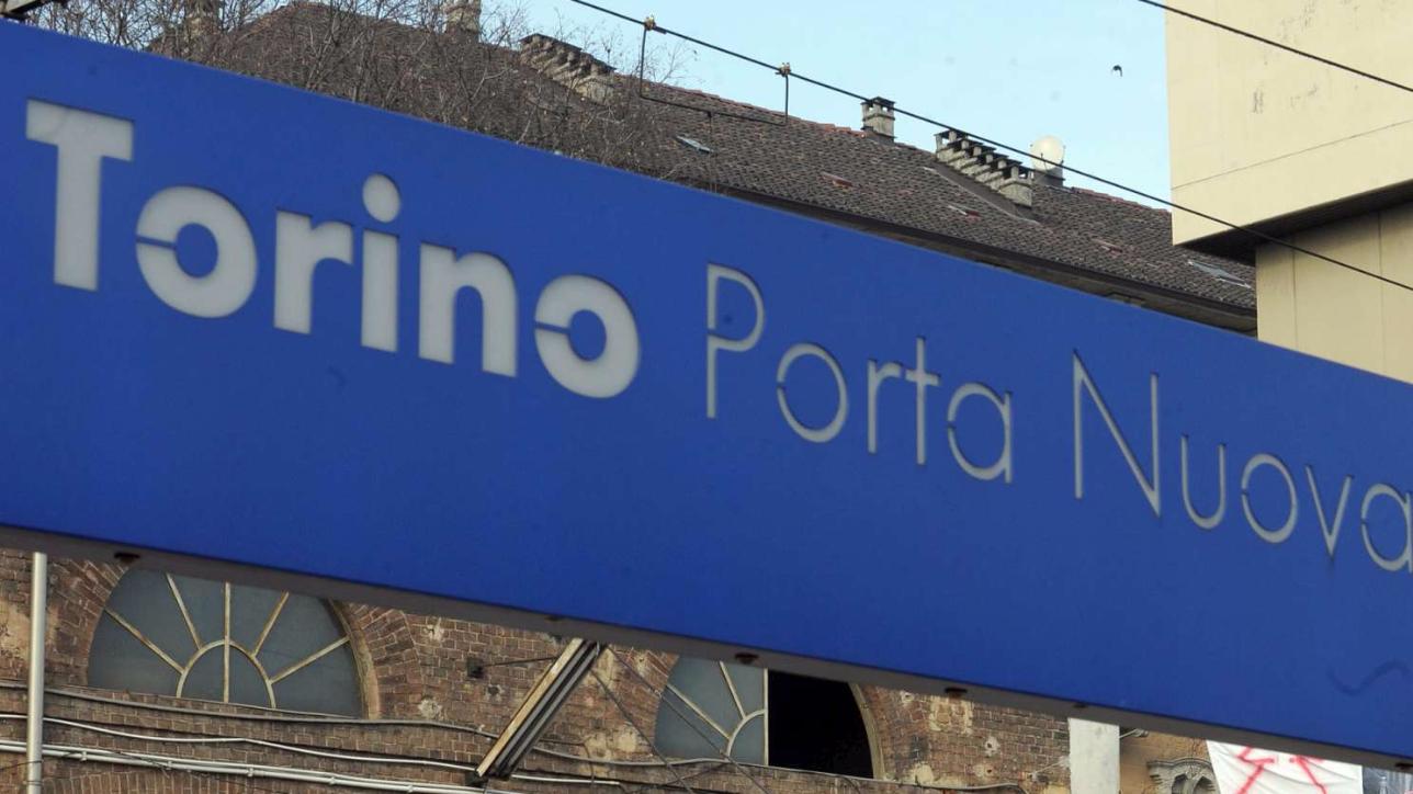 Torino allarme bomba in stazione porta nuova in corso la - Orari treni porta nuova torino ...