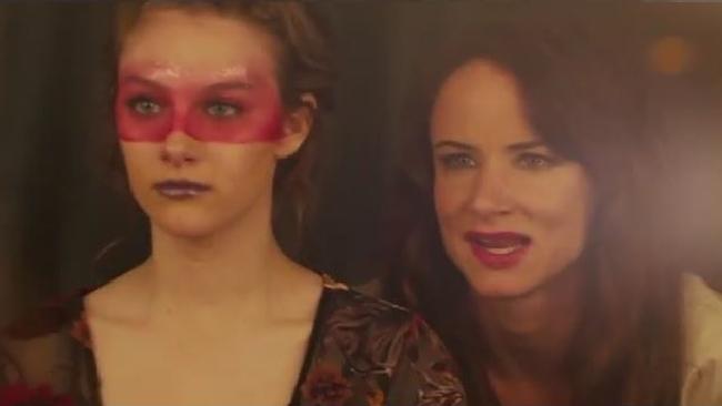 Jem e le holograms svelato il trailer del film ispirato