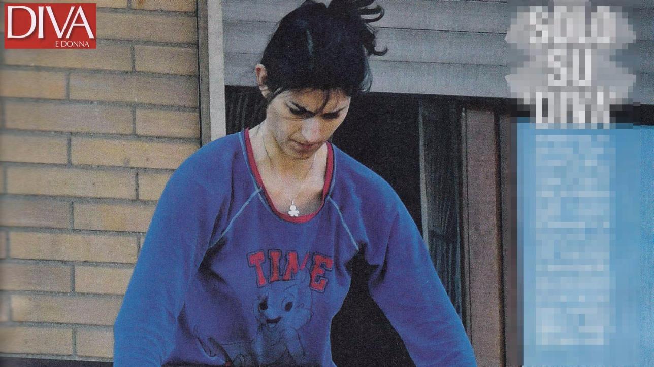 Virginia raggi in pigiama pulisce la casa tgcom24 - Diva e donne giornale ...