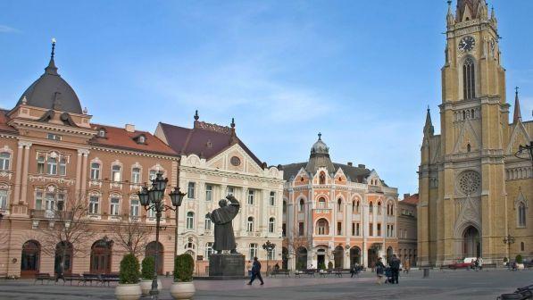 Belgrado vucic troppo autoritario corteo fuori dal for Parlamento in diretta