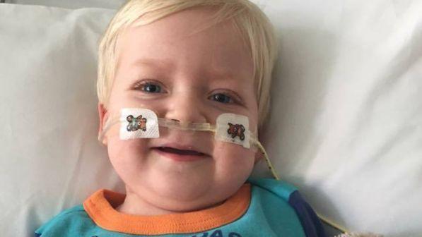 Gb, stanno per staccargli la spina: il piccolo Dylan si risveglia dal coma