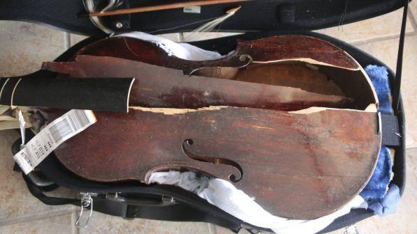 Viola del 17esimo secolo distrutta in volo , Myrna Herzog accusa Alitalia