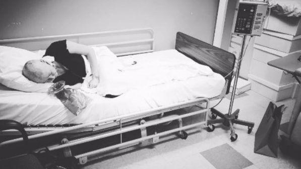 Shannen doherty la foto shock in ospedale tgcom24 - Instagram messaggio letto ...