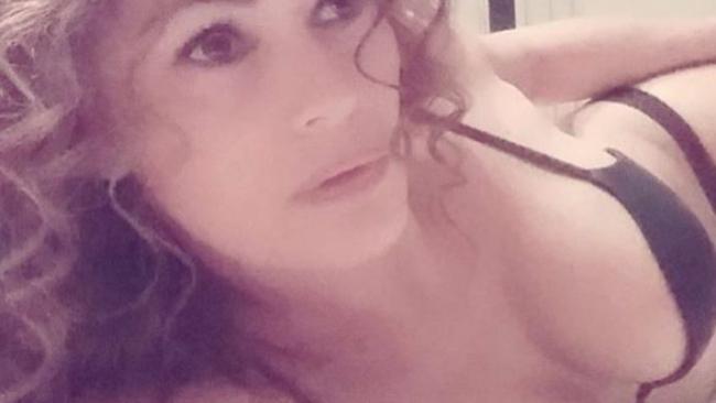 porno con la segretaria spiata in doccia