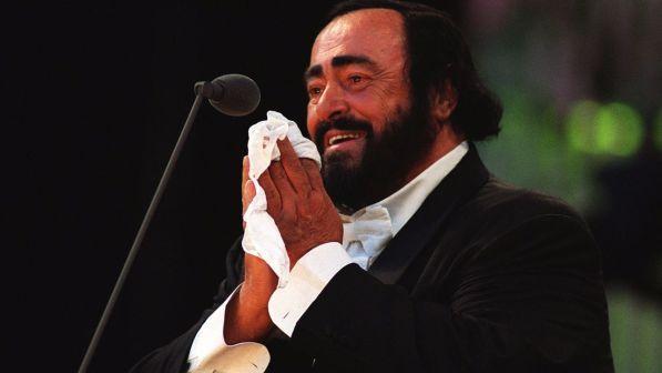 Luciano Pavarotti, dalla lirica al pop: 10 anni senza il tenore che piaceva a tutti