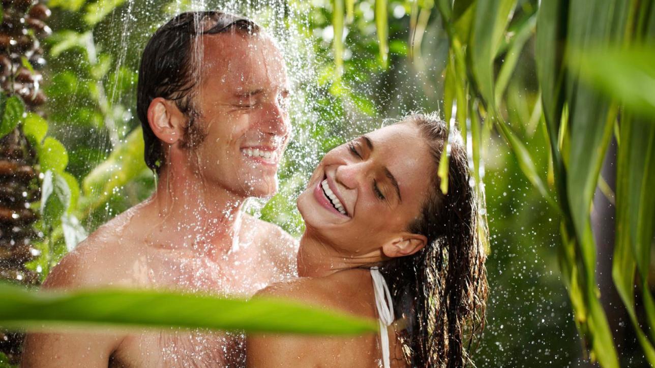 Una doccia insieme risveglia leros destate - Tgcom24