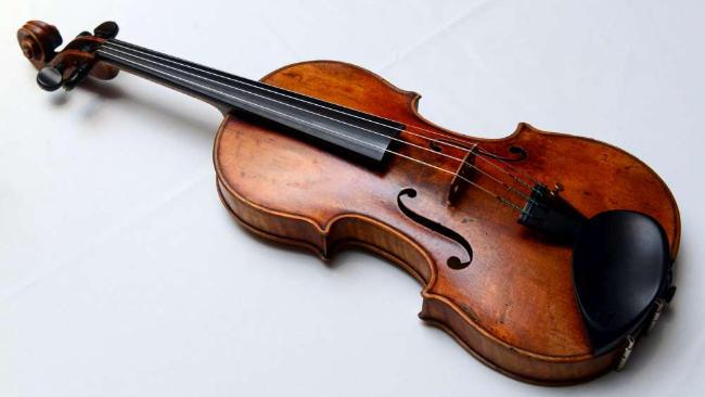 Germania una violinista dimentica lo stradivari da 2 3 - Immagini violino a colori ...