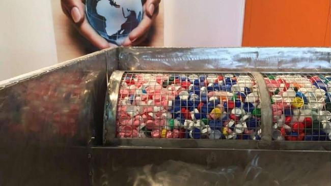 Smart caps depurare l 39 acqua con i tappi di plastica riciclati in trentino si pu tgcom24 - Depurare l acqua di casa ...