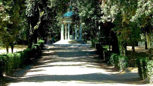 Roma, 57enne tedesca stuprata a Villa Borghese: trovata nuda legata a un palo