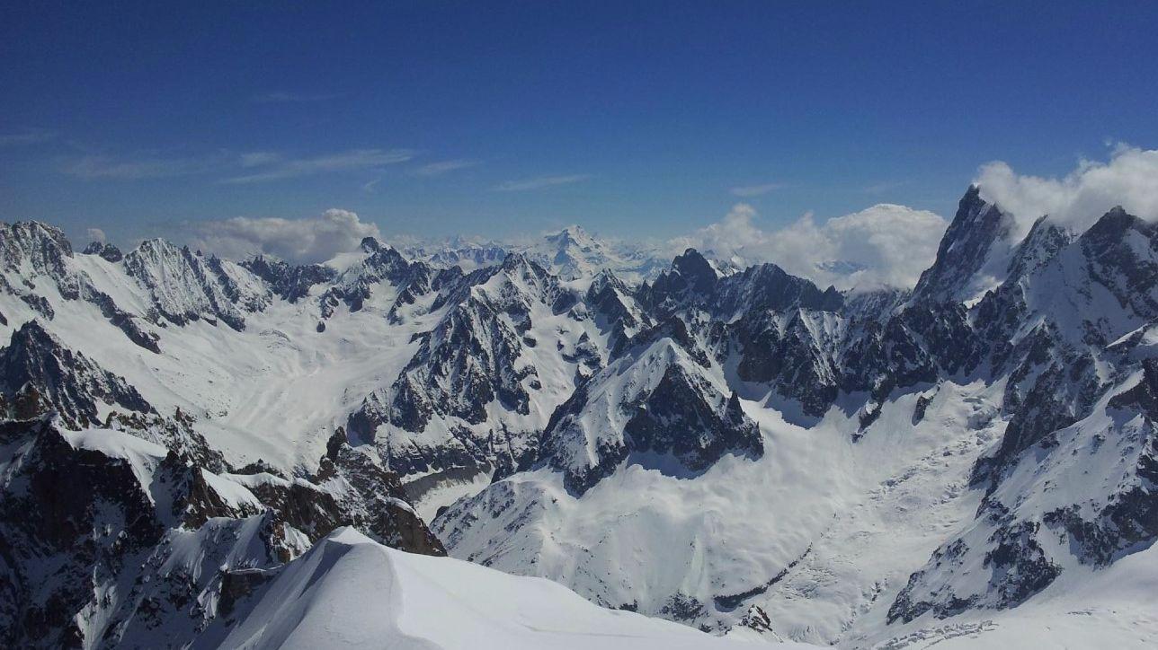 Monte bianco avvistati tre cadaveri sul ghiacciaio del for Monti del trentino