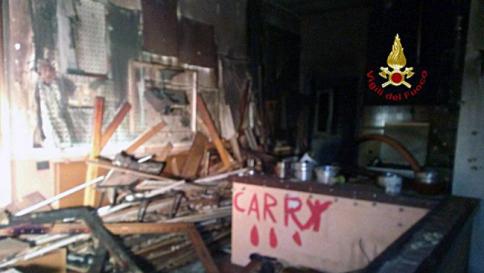 La spezia d fuoco alla casa e si suicida all 39 interno ordigni trappola per fare strage tgcom24 - Fare il cappotto interno alla casa ...