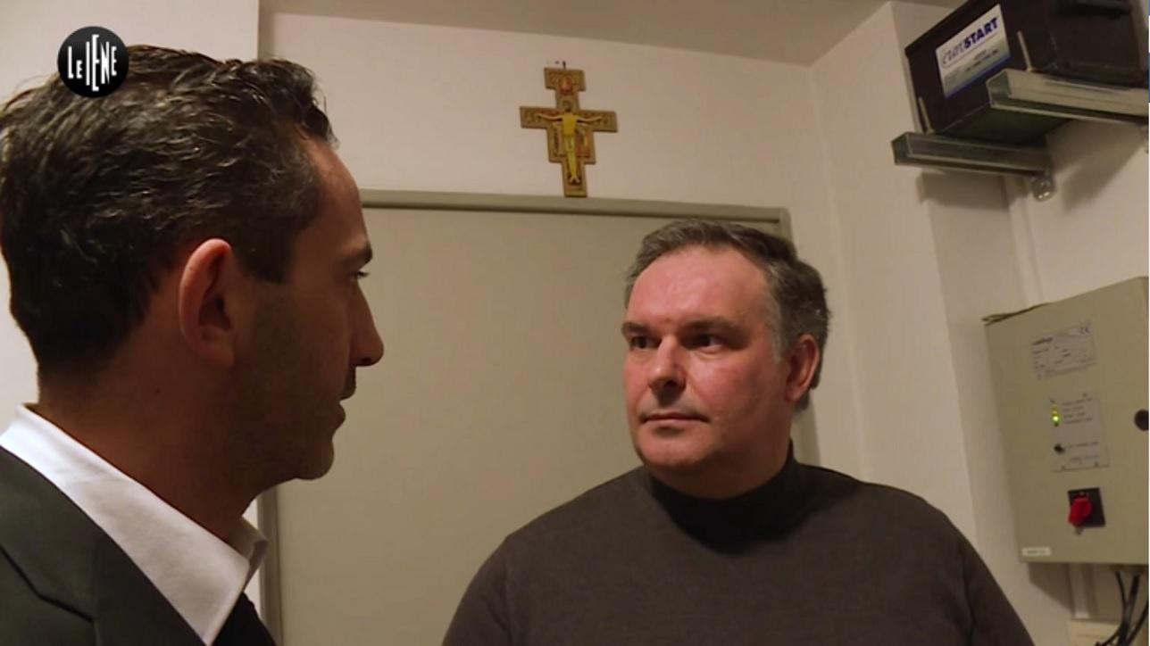 Rovigo tradito con il sacerdote confessore ho visto mia - A letto con mia moglie ...