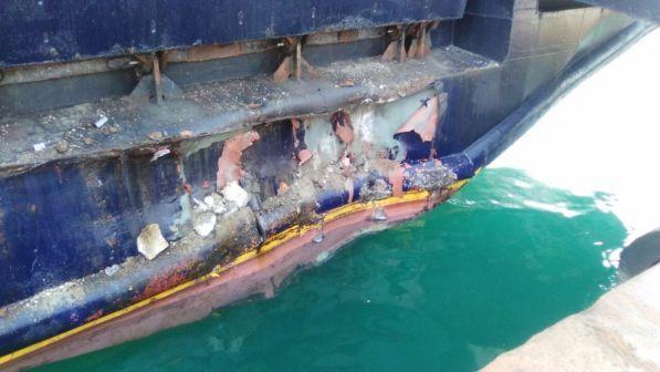 Ischia, nave contro la banchina durante la manovra di attracco: 50 feriti lievi
