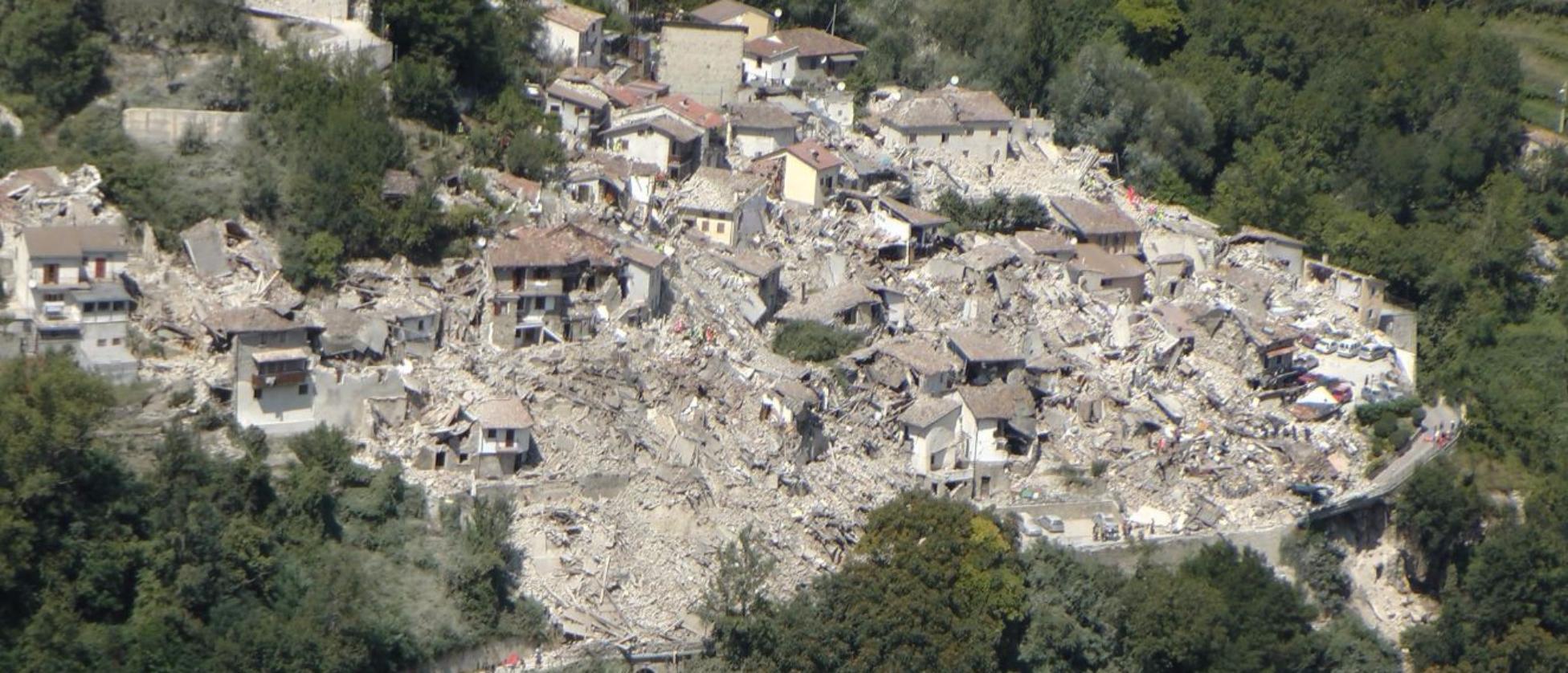 Forte terremoto nel Centro Italia, epicentro in Umbria| Gente sotto le macerie, il sindaco di Amatrice:  Il Paese non c è più