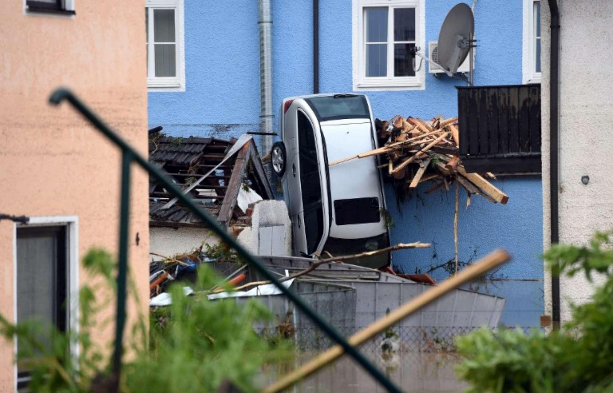 Germania travolta dal maltempo: almeno cinque morti