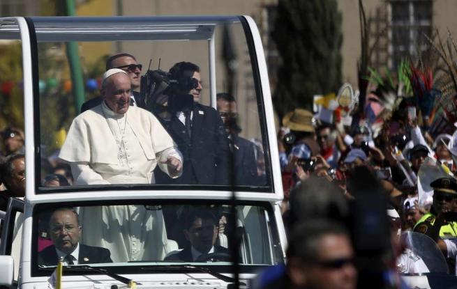 """Papa Francesco in Messico: """"No a una società di pochi e per pochi"""""""