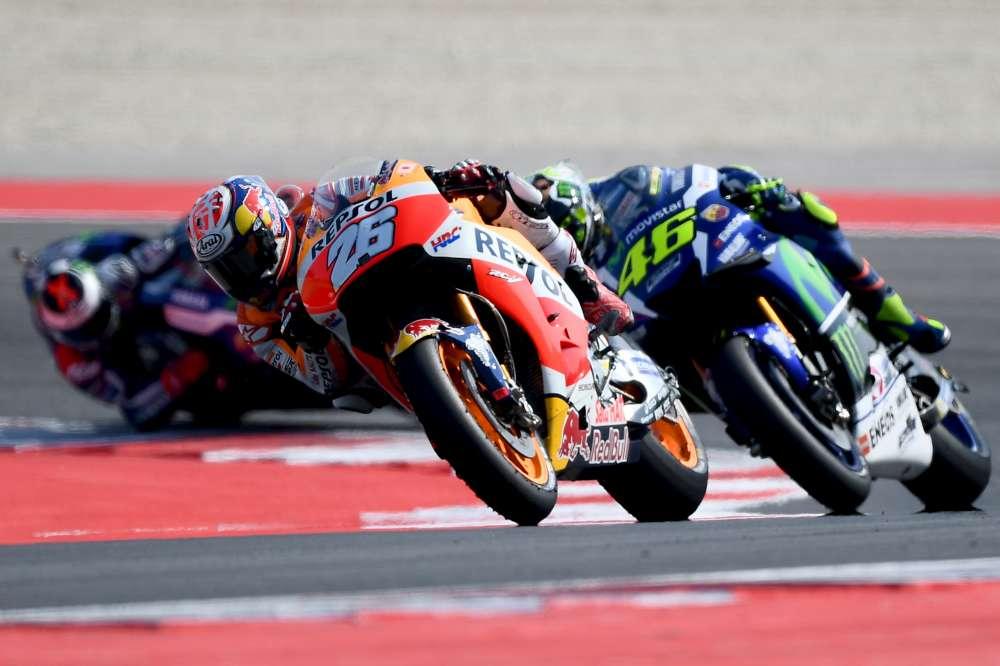 MotoGP, lite Rossi-Espargaro: tra i due volano vaffa e un dito medio