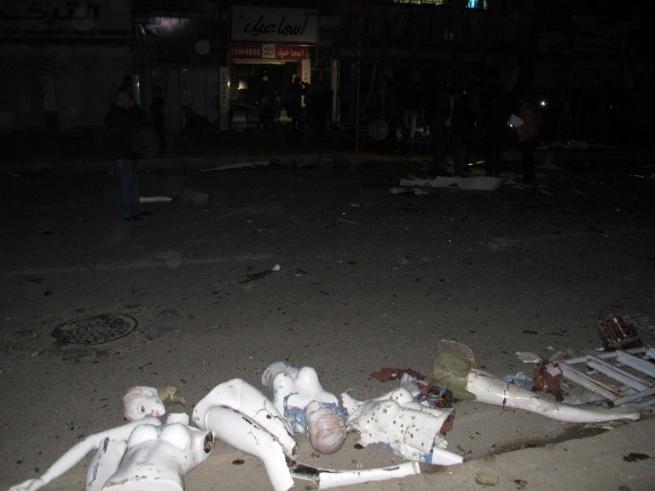 Baghdad, assalto kamikaze in centro commerciale rivendicato da Isis:strage