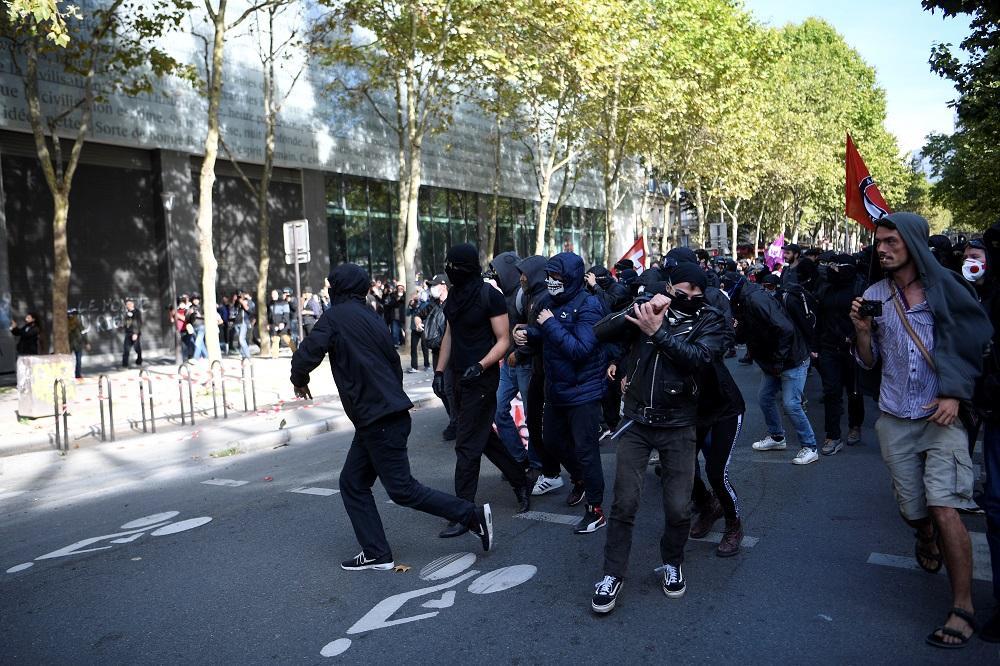 Francesi in piazza contro la riforma del lavoro