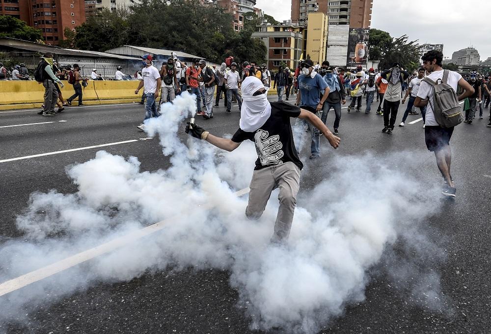 Venezuela ancora nel caos: lacrimogeni contro gli anti-Maduro