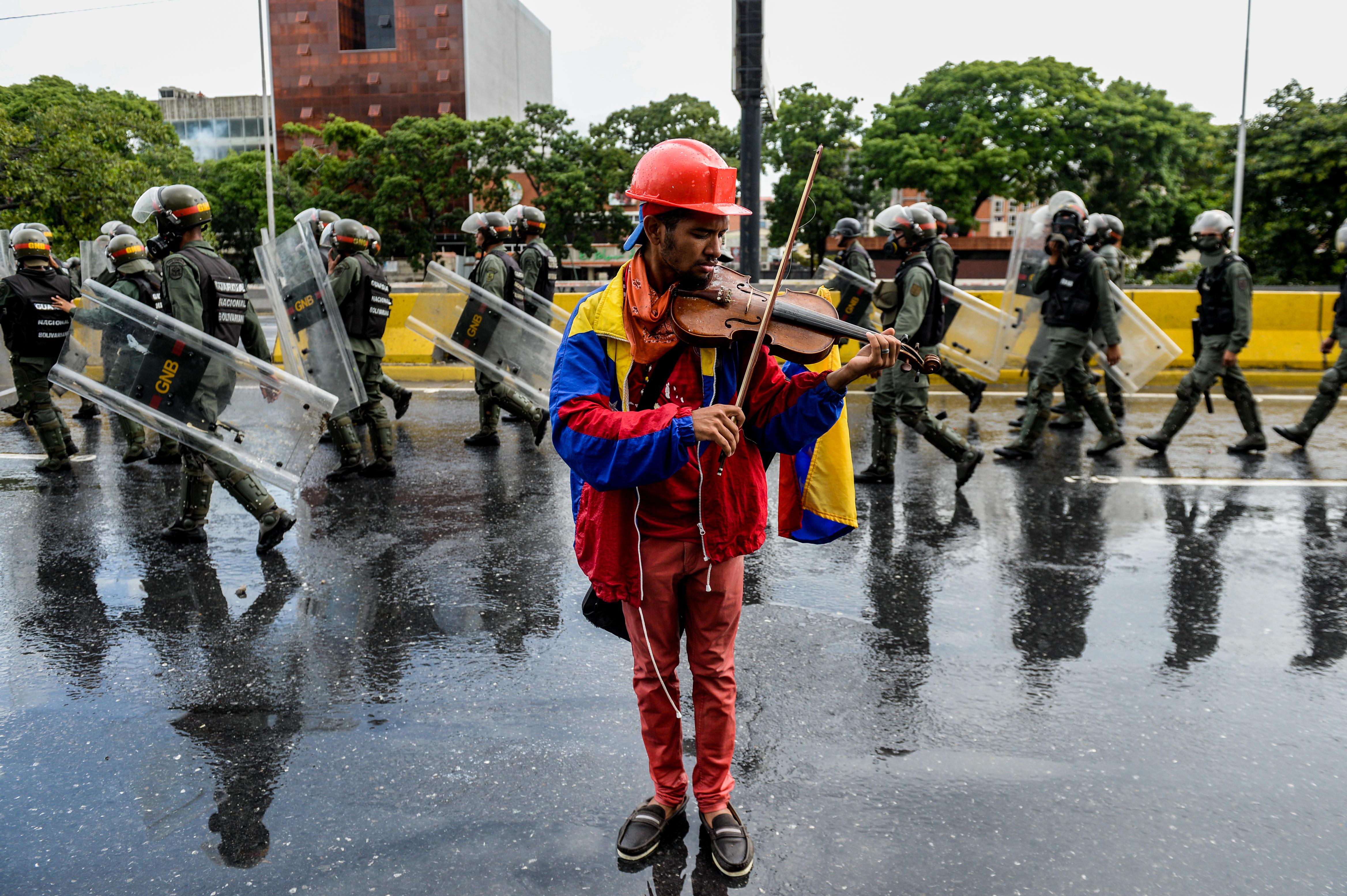 Venezuela: caccia ai dissidenti. Ortega Diaz avrebbe lasciato il Paese