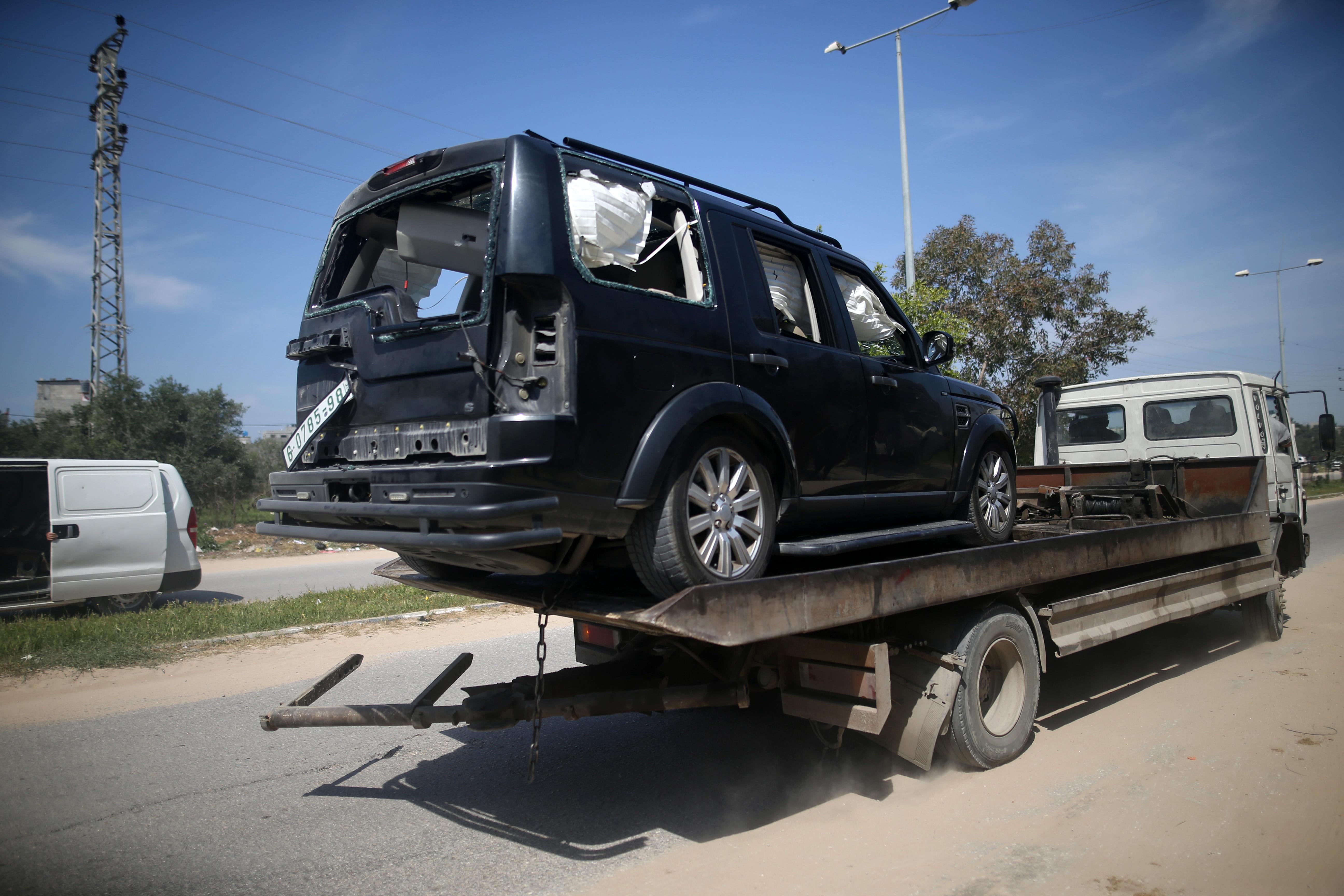 Gaza, bomba e spari contro il convoglio del premier palestinese: è illeso