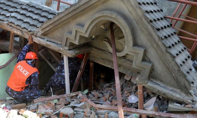 Torna la paura in Nepal: scossa di magnitudo 7.4, almeno 59 morti
